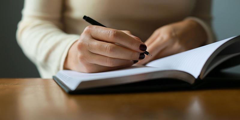 毎日ノートに日記をつけることを習慣化する